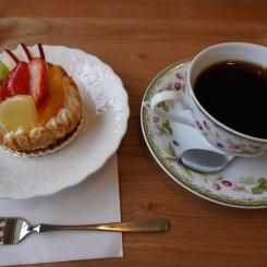 ホットコーヒー、季節のタルト②